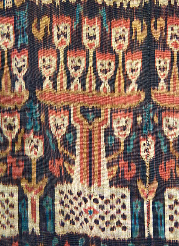 Hinggi Kombu, détail de l'arbre à crânes, coton, ikat chaîne, collecté en 1992, Rende, Sumba, Indonésie. Photo Rémy Prin